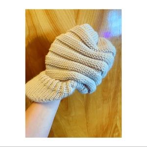 Knit Hat with ponytail hole ✨
